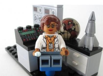 Lego wprowadza nowy zestaw klocków: 5 figurek kobiet-badaczek. Mają pokazywać, że kobiety też są świetne w zawodach związanych z nauką!