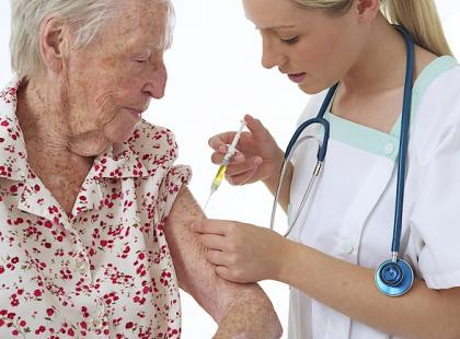 Lekarze kontra aptekarze – kto ma prawo wydawać szczepionki?