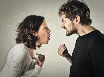 Lepiej ich unikaj! 10 najczęściej używanych zwrotów podczas kłótni z partnerem, które mogą na stałe popsuć wasze relacje