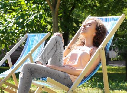 Leżak na kółkach: relaks i wygoda. Oto 5 modeli ze sklepów on-line