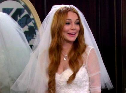 Lindsay Lohan pokazała suknię ślubną! Ładna z niej panna młoda?