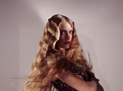 Loki, fale - zakręcone pomysły na długie włosy