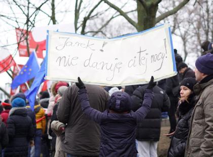 """Ludzie wyszli na ulice! I nie wygląda na to, żeby mieli iść do domów. Premier Szydło: """"Szkodzicie Polsce"""""""