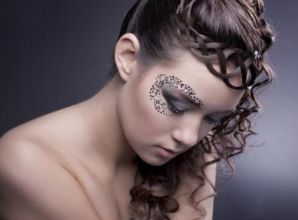 Luźne i praktyczne fryzury na Sylwestra