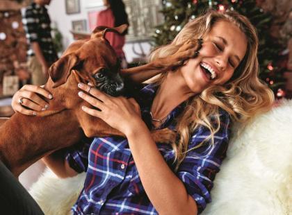 Magiczna atmosfera świąt w kampanii American Eagle Outfitters