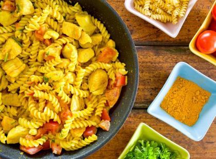 Makaron z kurczakiem w sosie śmietanowym – przepis