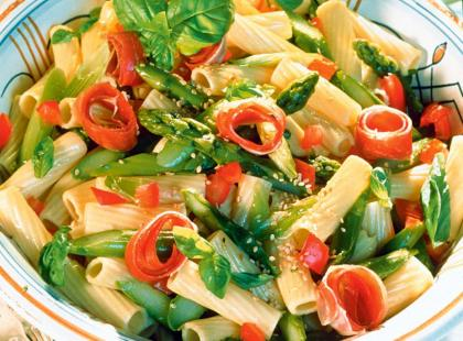 Makaronowa sałatka ze szparagami - przepis