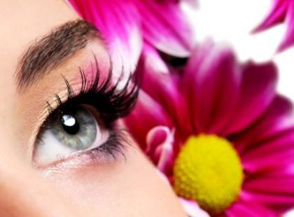 Makijaż dla kobiet noszących soczewki kontaktowe