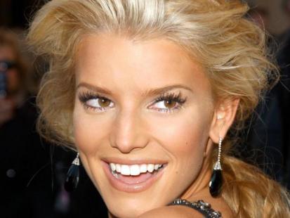 Makijaż dla opalonej blondynki
