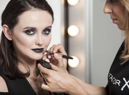 Makijaż idealny na Halloween - czarna dama!