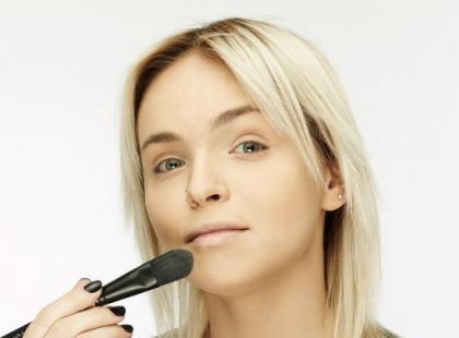 Makijaż imprezowy smoky eyes - krok po kroku