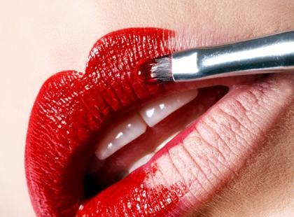 Makijaż korekcyjny ust