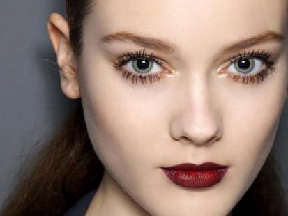Makijaż na Święta: Zmysłowa brunetka