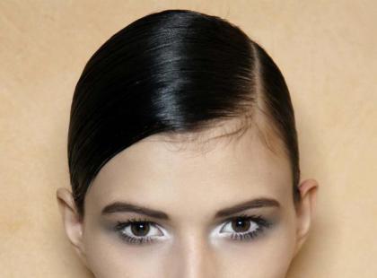 Makijaż oczu wąsko osadzonych