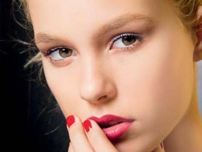 Makijaż ślubny: Zmysłowa czerwień