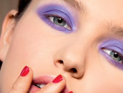 Makijaż-trendy 2012: Elektryzujący fiolet