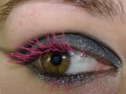 Makijaż w stylu Avril Lavigne (video)