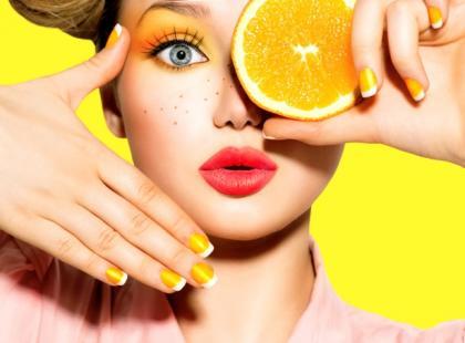 Makijaże w kolorze pomarańczy krok po kroku