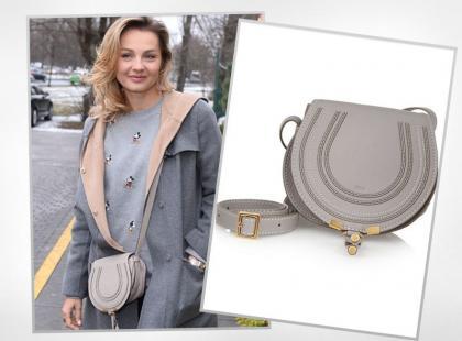 Małgorzata Socha ma szarą torebkę znanej marki