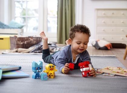 """Mały twórca, czyli jak reagować na pierwsze """"dzieła"""" dziecka?"""