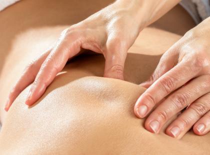 masaż pleców, ból pleców