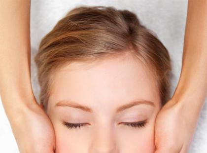 Masaż twarzy i głowy krok po kroku