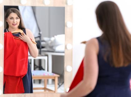 Masz kilka kilogramów za dużo? Sukienki na wesele dla puszystych doskonale zamaskują niedoskonałości i będziesz wyglądać BOSKO!