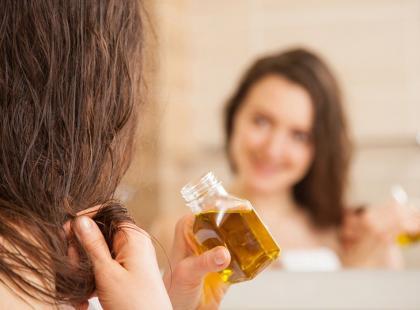 Masz łupież? Wypadają ci włosy? Wypróbuj olej jojoba!