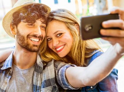 Masz mnóstwo zdjęć z ukochanym na swoim profilu? Sprawdź, co na ten temat sądzą naukowcy!