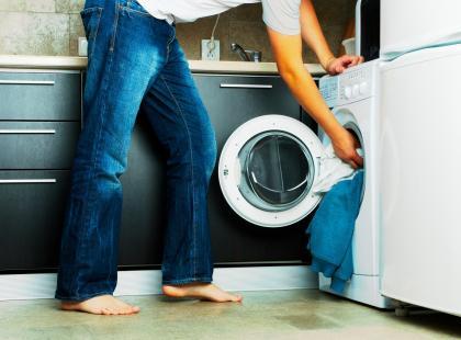 Masz pralkę w kuchni? Łamiesz zatem prawo! Taki absurdalny przepis naprawdę istnieje, ale do czasu