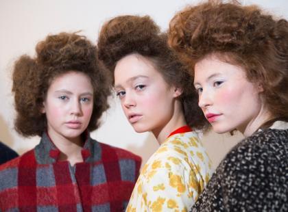 Masz sianowate, trudne do ułożenia włosy? Rewelacyjne odżywki na noc przywrócą im elastyczność i gładkość