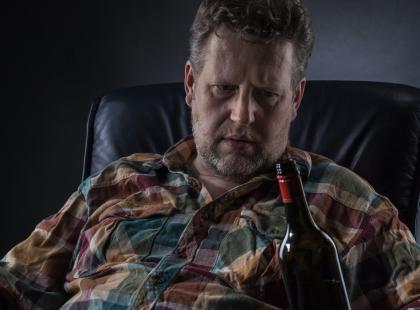 Mąż zaczął pić – jak mu pomóc?