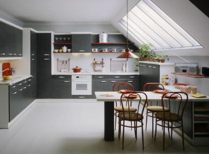 Meble do kuchni na poddaszu – jak umeblować kuchnię pod skosem?