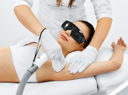 Męczy cię ciągła walka o gładkie pachy? Może zdecydujesz się na depilację laserową!