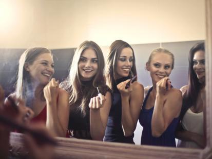 Męski punkt siedzenia: 5 rzeczy, których facet zazdrości kobietom
