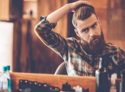 Męskie fryzury - mocny trend na jesień. Spodoba się tobie i pokocha go twój mężczyzna