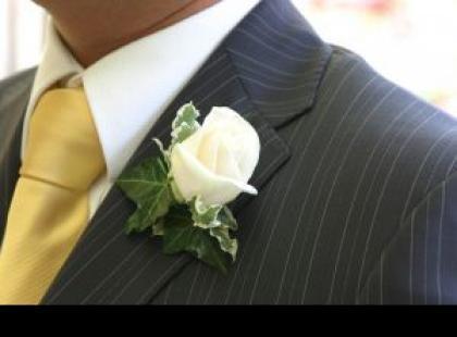 Mężczyzna na ślubnym kobiercu