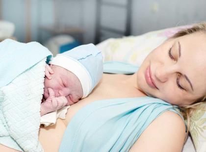"""""""Mężczyźni nie powinni widzieć porodu"""". Słowa lekarza wywołały wiele kontrowersji"""