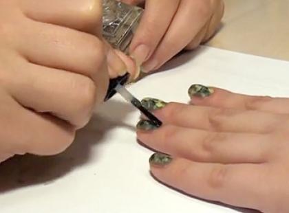 Militarny manicure krok po kroku