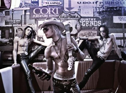 Młody, drapieżny zespół w trasie z Mötley Crüe?