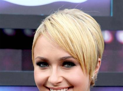 Modna fryzura - krótko i z pazurkiem