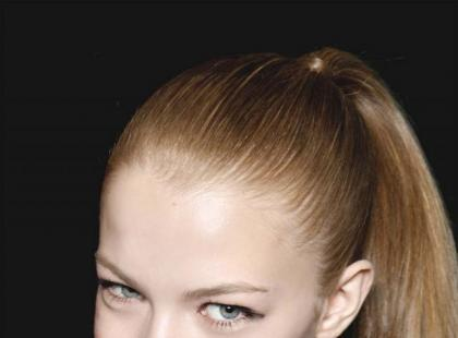 Modna fryzura: Kucyk z pomysłem