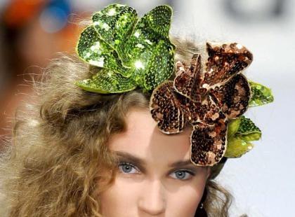 Modna fryzura: Kwiaty we włosach