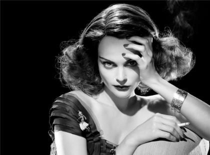 Modna fryzura z lat 40-tych