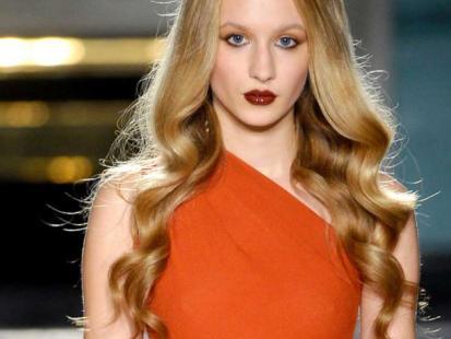 Modna fryzura: Zmysłowe fale