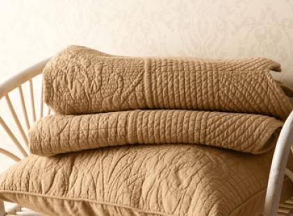 Modna narzuta na łóżko marki Zara home