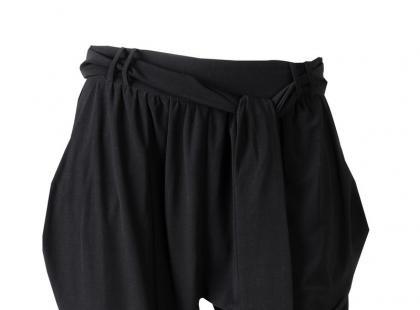 Modne spodnie - haremki na wiosnę i lato 2012