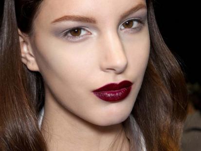 Modny makijaż ust: Kusząca wiśnia