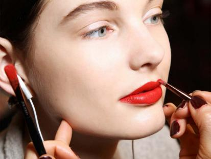 Modny makijaż ust: Postaw na mat