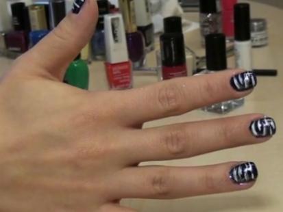 Modny manicure: Zebra na paznokciach